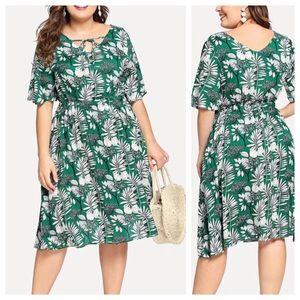 Dresses & Skirts - ➕Pleated Leaf Dress